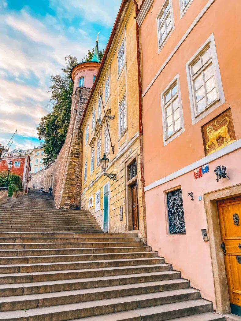 Nowe Schody Zamkowe prowadzące na Wzgórze Zamkowe w Pradze