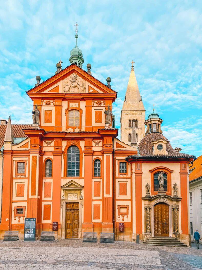 Praga, kompleks zamkowy, fasada Bazyliki św. Jerzego
